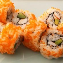 sushi con masago camarón palta