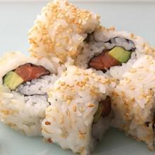 sushi salmón palta sésamo
